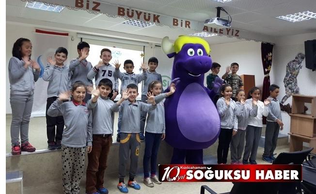 SU ELÇİLERİ CUMHURİYET İLKOKULUNA GELDİ