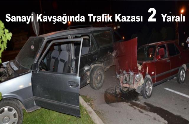 SANAYİ KAVŞAĞINDA TRAFİK KAZASI 2 YARALI